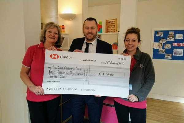 Scott Parnell presents The Sick Children's Trust with £4,100